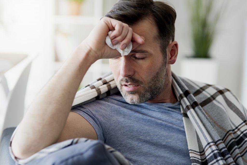 Mann mit Grippe